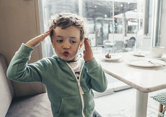 Imagem ilustrativa da solução Já pensou em brincar de mímica por vídeo? Confira atividades socioemocionais para jovens do Fundamental II