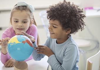 Imagem ilustrativa da solução Material pedagógico acessível de geografia para ensinar continentes, países e oceanos
