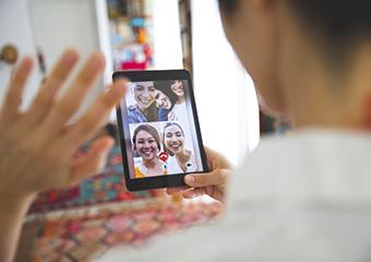Imagem ilustrativa da solução Vínculo com alunos em redes sociais ajuda professora a manter atividades na quarentena