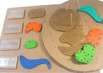 Imagem ilustrativa da solução Conheça o Mapa do Relevo, material pedagógico acessível de geografia para ensinar tipos de relevo
