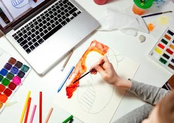 Imagem ilustrativa da solução Minicurso online do Instituto Arte na Escola ensina desenho para pessoas de todas as idades