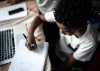 Imagem ilustrativa da solução Família é protagonista na rede de apoio para aulas remotas criada por secretarias