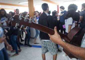 Imagem ilustrativa da solução No ensino médio, acolher também significa dar ao aluno a chance de se expressar