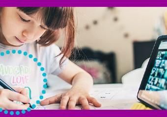 Imagem ilustrativa da solução Ensino híbrido mostra como praticar o simples e a escuta sem medo da tecnologia