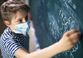 Imagem ilustrativa da solução Ensino Híbrido na aula de matemática: confira sugestões para o Ensino Fundamental