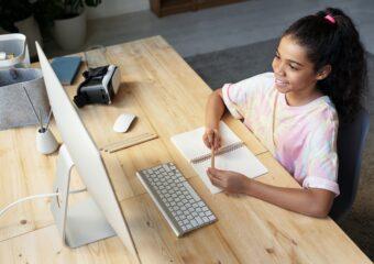 Imagem ilustrativa da solução Seminário permite avaliar aprendizagem de aluno da pesquisa à apresentação