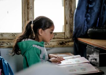 Imagem ilustrativa da solução 5 livros sobre benefícios e desafios da educação popular na escola pública