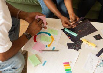 Imagem ilustrativa da solução Jovens oferecem reforço escolar gratuito para estudantes da rede pública