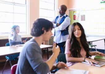 Imagem ilustrativa da solução Novo ensino médio: pesquisadora aponta falta de estrutura e preparo docente para implementação