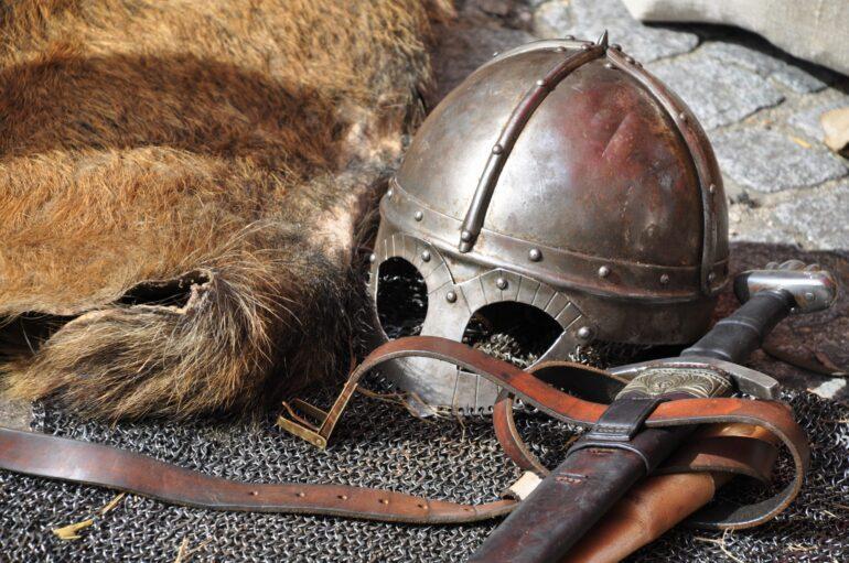 """Imagem ilustrativa da solução Tirinhas de """"Hägar, o Horrível"""" ajudam a pensar estereótipos vinculados à Idade Média"""